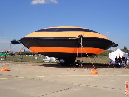 Аэротелемост - автоматизированный дирижабль дискообразной формы. МАКС-2011