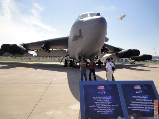 Боинг B-52 Стратофортресс; Boeing B-52 Stratofortress - стратосферная крепость. Американский сверхдальний стратегический бомбардировщик-ракетоносец на МАКС-2011