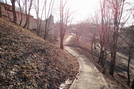 Дорога к солнцу вдоль стен Кремля... Нижегородский Кремль, Нижний Новгород