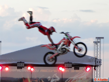 Мотофристайл (Freestyle motocross, FMX - фристайл мотокросс) шоу Adrenaline FMX Rush. Нижний Новгород, 20 июля 2011 года