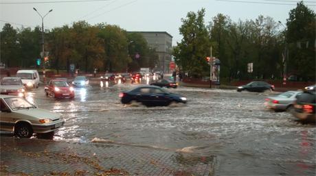 Всемирный потоп на площади Минина и Пожарского. Ливень в Нижнем Новгороде 19 августа 2010 года. Ураган и Преображение Господне