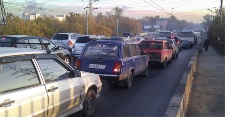 Автомобильные пробки на дорогах России. Дураки и дороги