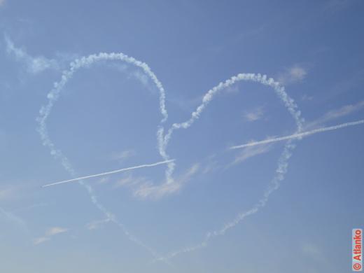 Сердце - фигура пилотажа. Пилотажная группа Русь. МАКС-2011