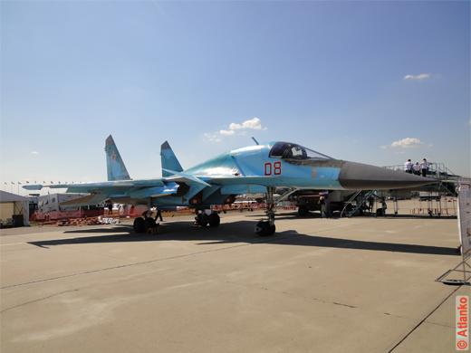 Фронтовой бомбардировщик Су-34 на авиасалоне МАКС-2011