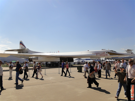 Ту-160 (по кодификации НАТО: Blackjack) - российский (советский) сверхзвуковой стратегический бомбардировщик-ракетоносец. МАКС-2011