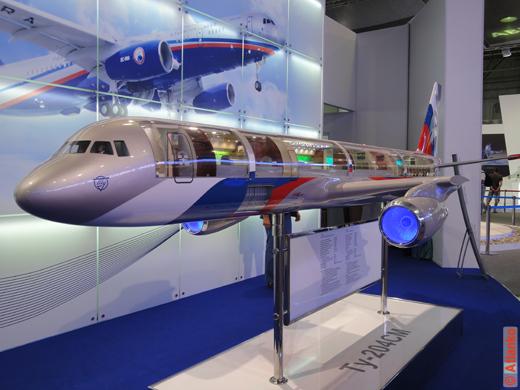 Самолёт Ту-204СМ, макет. На Международном авиационно-космическом салоне МАКС-2011