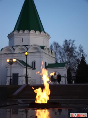 Вечный огонь - символ памяти павших в Великой Отечественной войне (ВОВ), 1941-1945. Вечный огонь в Нижегородском Кремле, Нижний Новгород