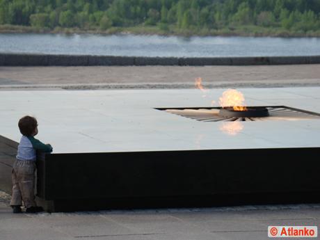 С Днём Победы! Вечная память павшим героям! Вечный огонь - символ памяти павших в Великой Отечественной войне (ВОВ) 1941-1945 годов
