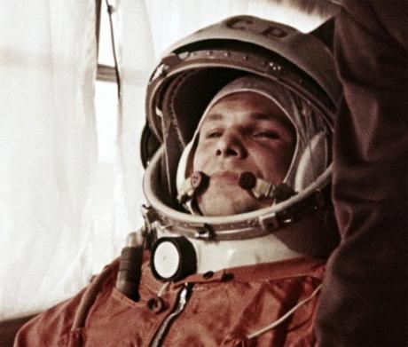 Юрий Алексеевич Гагарин перед стартом в космос, 12 апреля 1961 года. 50 лет полета Ю.А.Гагарина - первый человек в космосе