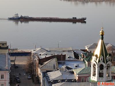 Баржа на реке Волга около Стрелки. Нижний Новгород. Фотография