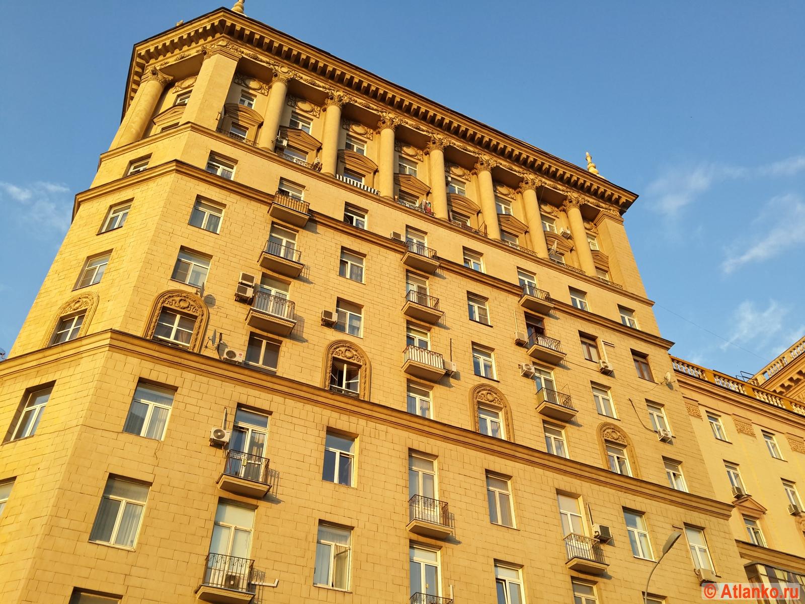 Дом на Кутузовском проспекте в столице России. Москва. Фотография