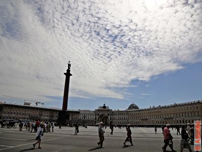 Дворцовая площадь, панорама главной площади Северной столицы России. Санкт-Петербург. Фотография