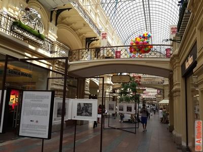 ГУМ - Главный универсальный магазин. Внутренний интерьер. Москва. Фотография