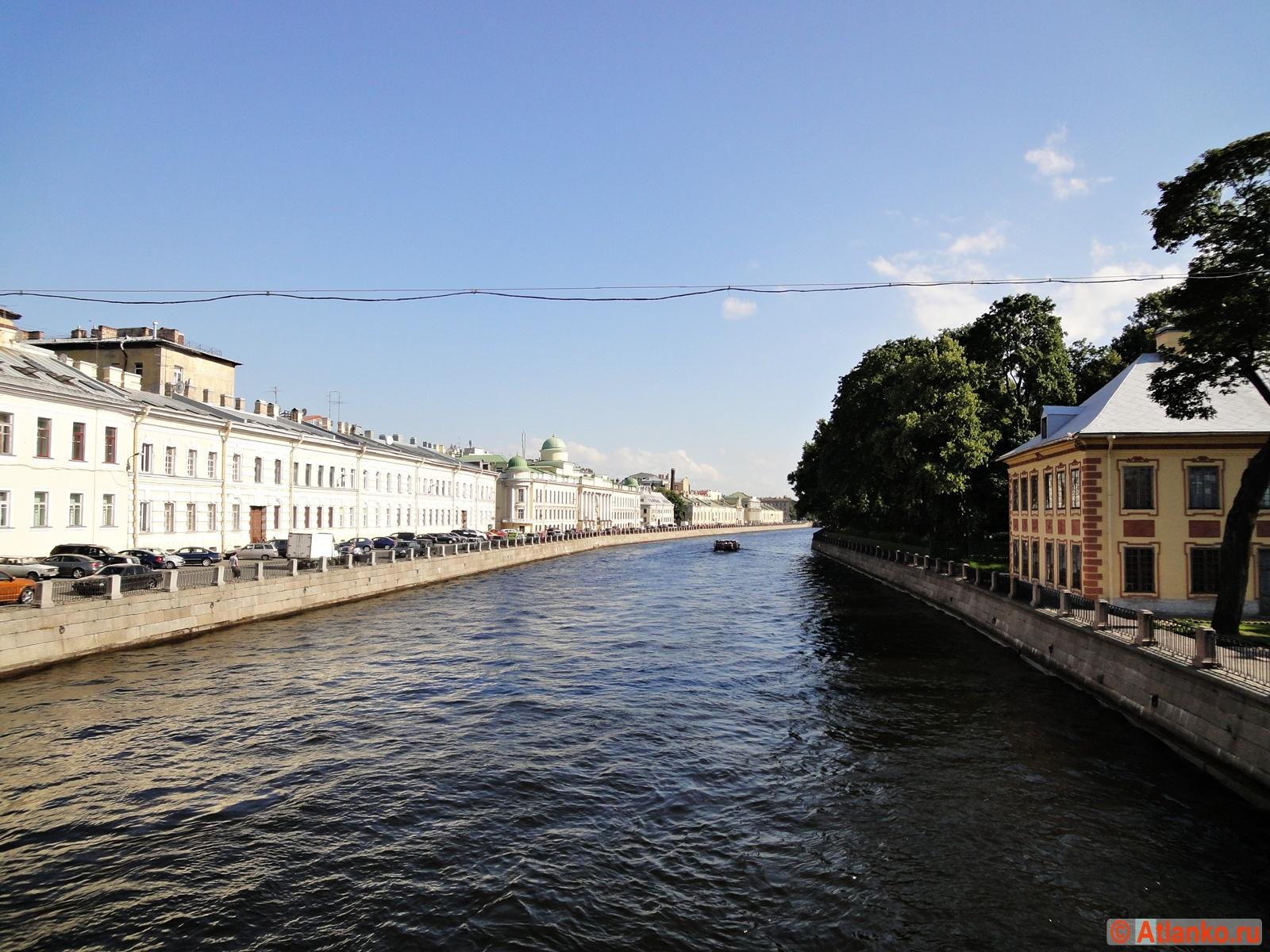 Набережная реки Фонтанки. Летний сад и Летний дворец Петра I. Санкт-Петербург. Фотография