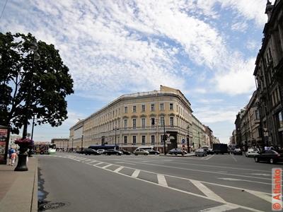 Невский проспект. Начало центральной улицы Северной столицы. Санкт-Петербург. Фотография
