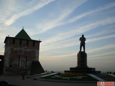 Памятник лётчику-испытателю Валерию Павловичу Чкалову. Нижний Новгород. Фотография