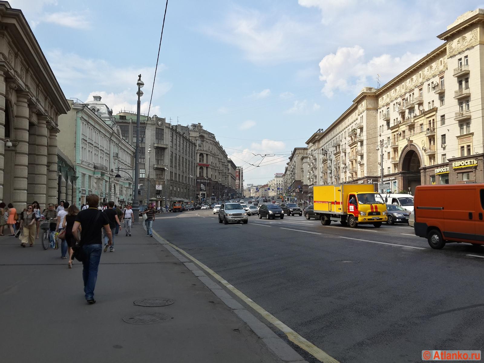 Тверская улица - центральная улица столицы России. Москва. Фотография