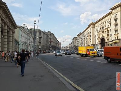 Тверская улица - центральная улица столицы. Москва. Фотография