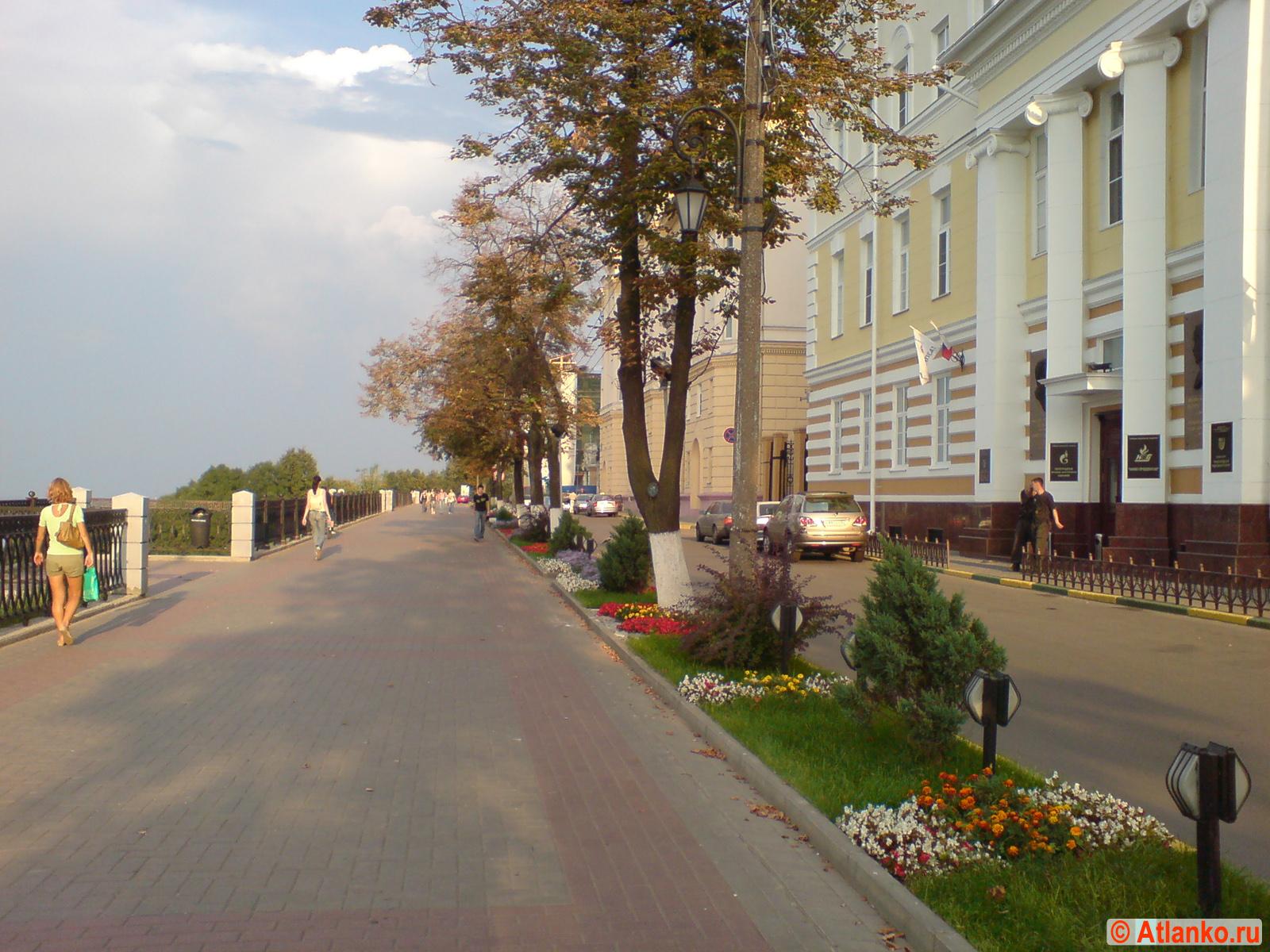 Верхне-Волжская набережная (Нижегородский откос) - улица в исторической части города. Нижний Новгород. Фотография